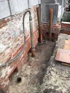 Voor het beton en bekisting komen er nog heipalen.